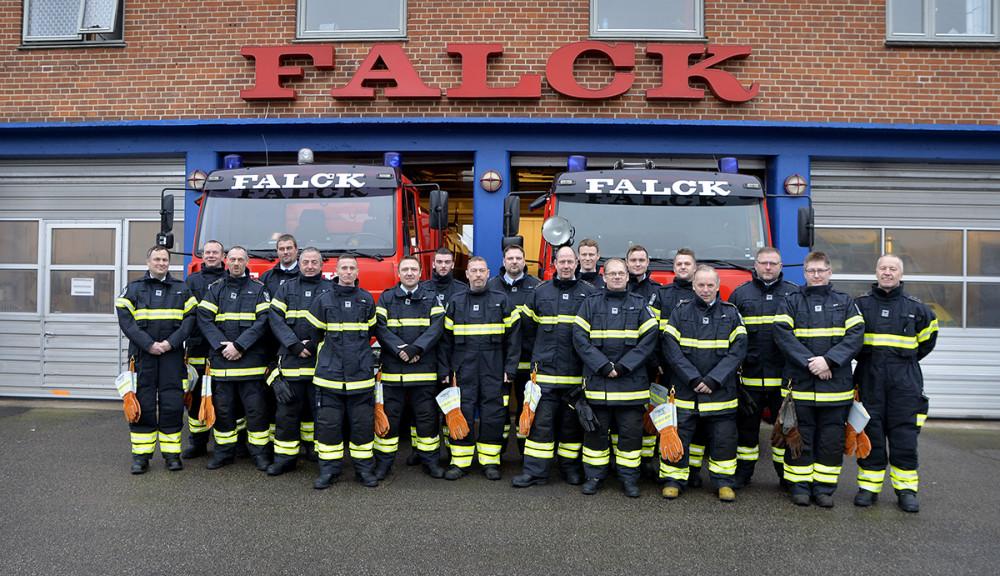 Brandfolkene på Snertinge stationen, nu med helt nyt tøj fra Vestsjællands Brandvæsen. Foto: Jens Nielsen