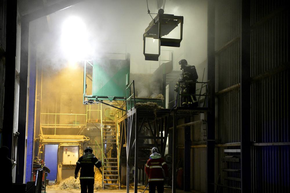Brand på Hvidebæk Fjernvarmeforsyning tidlig tirsdag morgen. Foto: Jens Nielsen