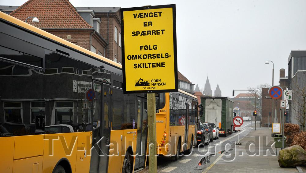 Der er sat skilte op i Bredgade, som fortæller at Vænget er spærret. Foto: Jens Nielsen