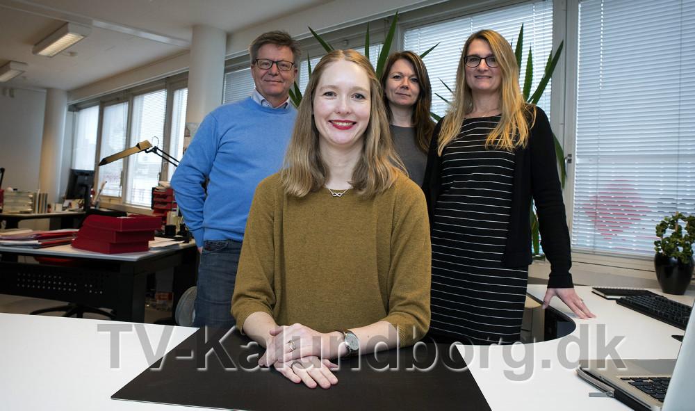 Marie Louise er nyansat hos Reklameservice til online markedsføring, her sammen  med inderhaverne Erik Johnsen, Tina Madsen og Pia Grasson. Foto: Jens Nielsen