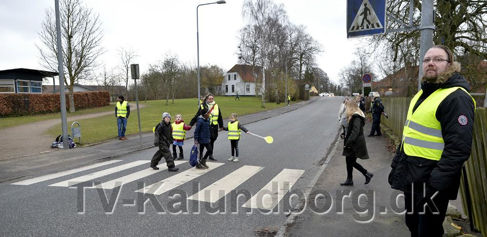 Der er rigtigt meget trafik i krydset ved Høng Skole hver morgen. Foto: Jens Nielsen