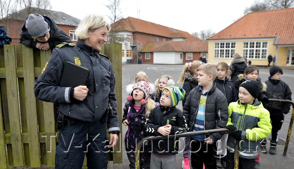 Områdebetjent Lisbeth Pedersen var med ved dagens aktion. Foto: Jens Nielsen