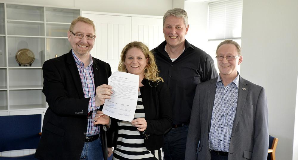 Kontrakten er underskrevet, fra venstre, Claus Bergman Hansen, projektleder, Stine Lindskou, KLAP Jobkonsulent, Kenneth Alstrup, teamleder-Jobcentret, Per Høgsberg, Virksomhedskonsulent-Jobcentret. Foto: Jens Nielsen