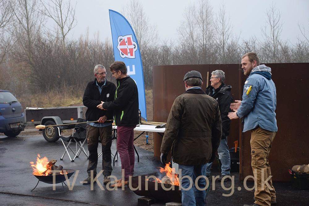 Der blev også lavet snobrød, da der var indvielse af´Spiralen´ tidligere i dag. Foto: Gitte Korsgaard.