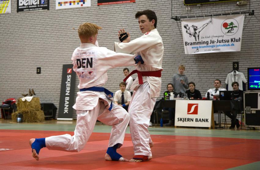 Simon Dalsgaard scorer her flot point i kampen mod en kæmper fra Hillerød. Privatfoto