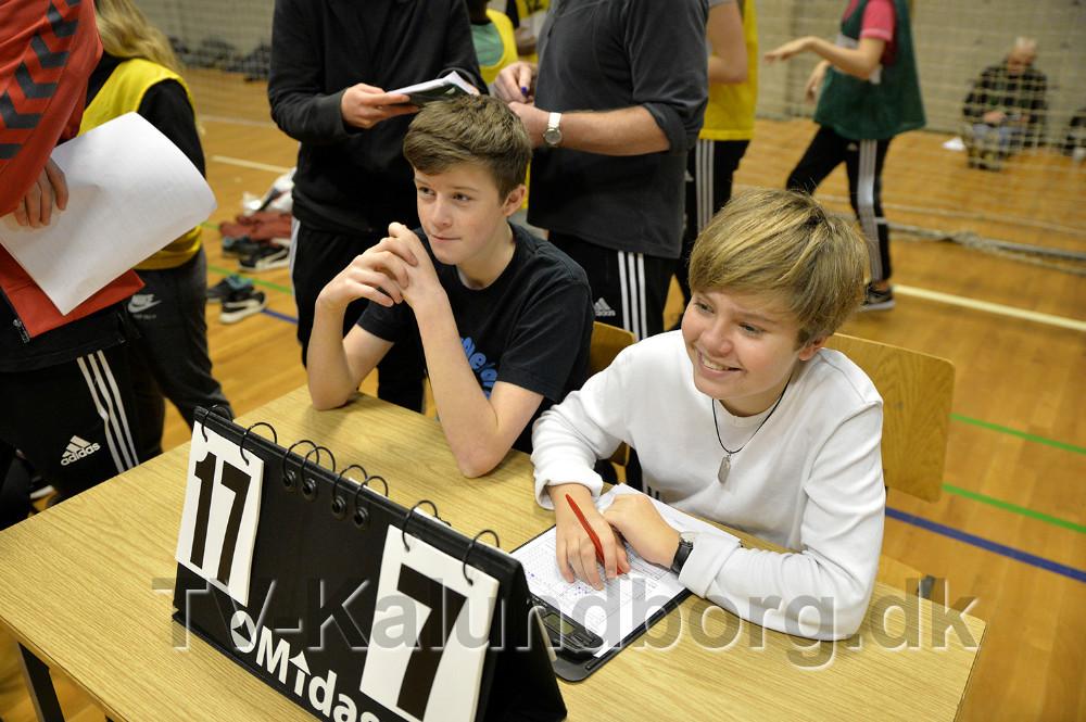 8. klasse fra Nyrupskolen passede pointtavlerne. Foto: Jens Nielsen