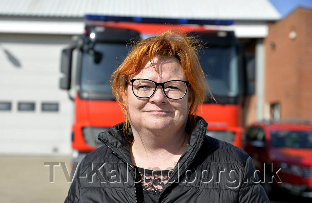 Iben Gaarsdal Hansen er gift med Ulrik Kristian Hansen, der har været brandmand på deltid i 22 år. Foto: Jens Nielsen.