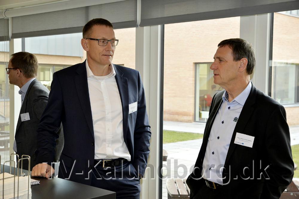 Mikael Hallgreen, direktør i Novo Nordisk i snak med Hans-Martin Friis Møller, direktør, Kalundborg Forsyning. Foto: Jens Nielsen