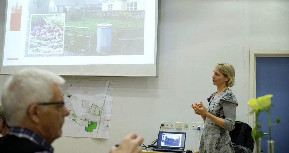 Landskabsarkitekt Birgitte Koefod Møller fra Kalundborg Kommune informerede om de grønne områder. Foto: Jens Nielsen