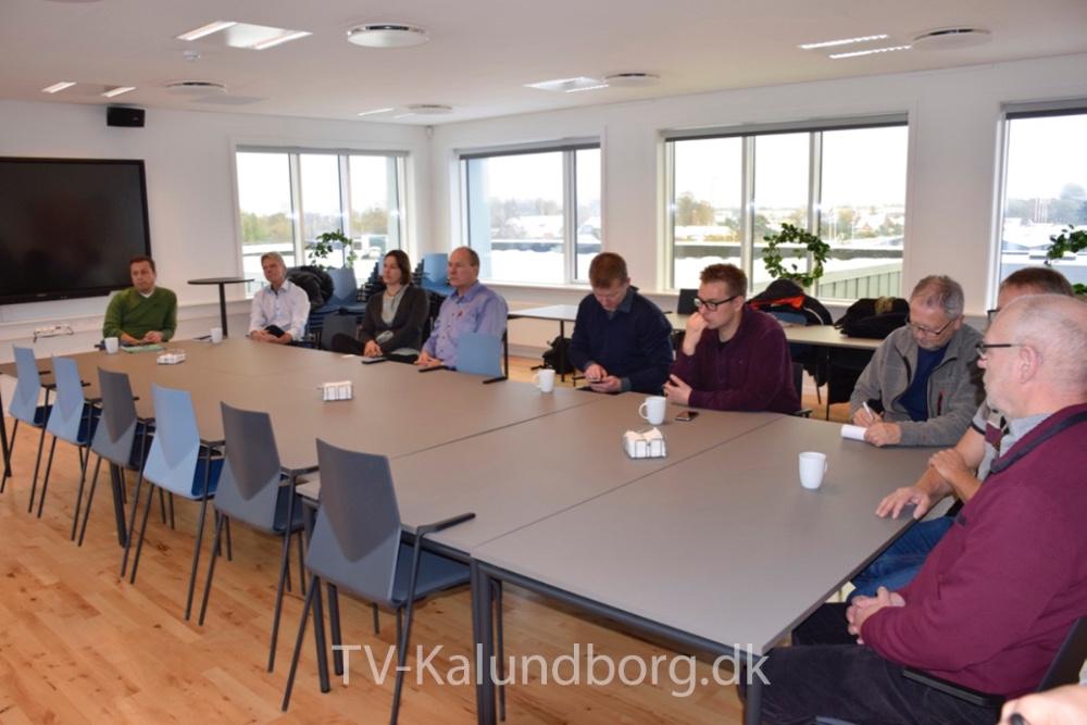 Der var mange mennesker, da kontrakten blev skrevet under på Kalundborg Forsyning. Foto: Gitte Korsgaard.