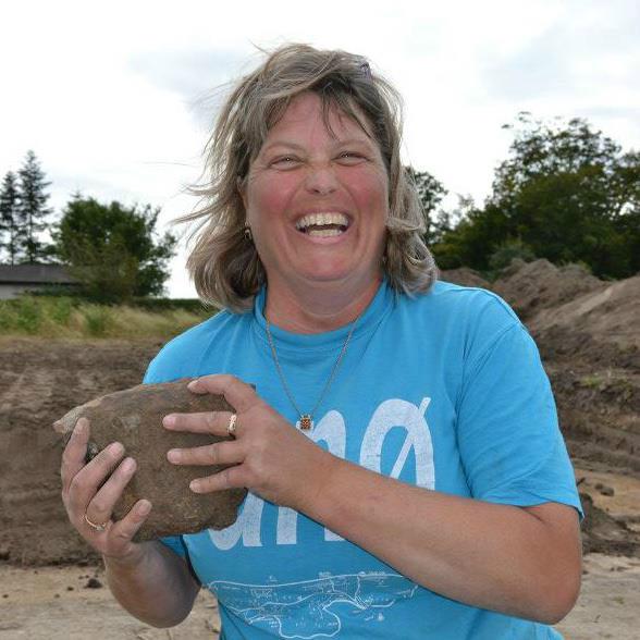 Josephine Franck Bican fortæller levende om fund og forskning ved Tissø. Foto: Peter Wilcken Hacke