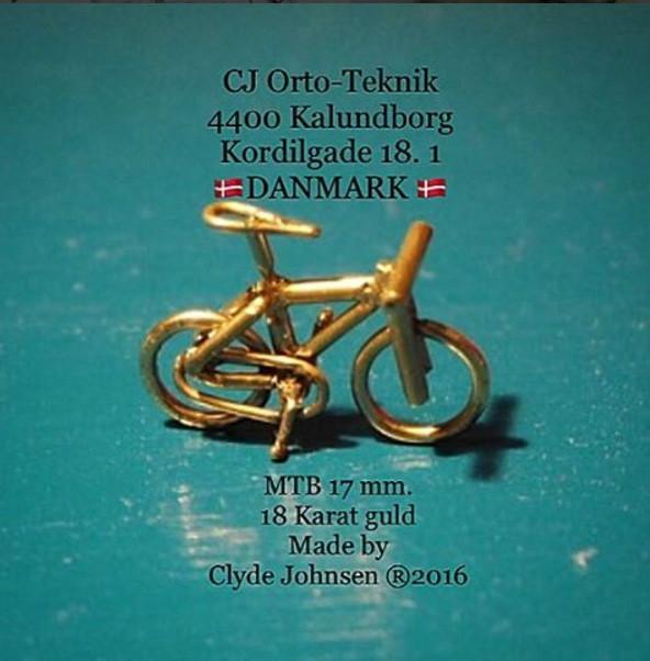 Clyde Liisborg Johnsen i sin nye klinik CJ Orto-teknik i Kalundborg, hvor han laver bøjler til børn og unge. Foto: Clyde Liisborg Johnsen