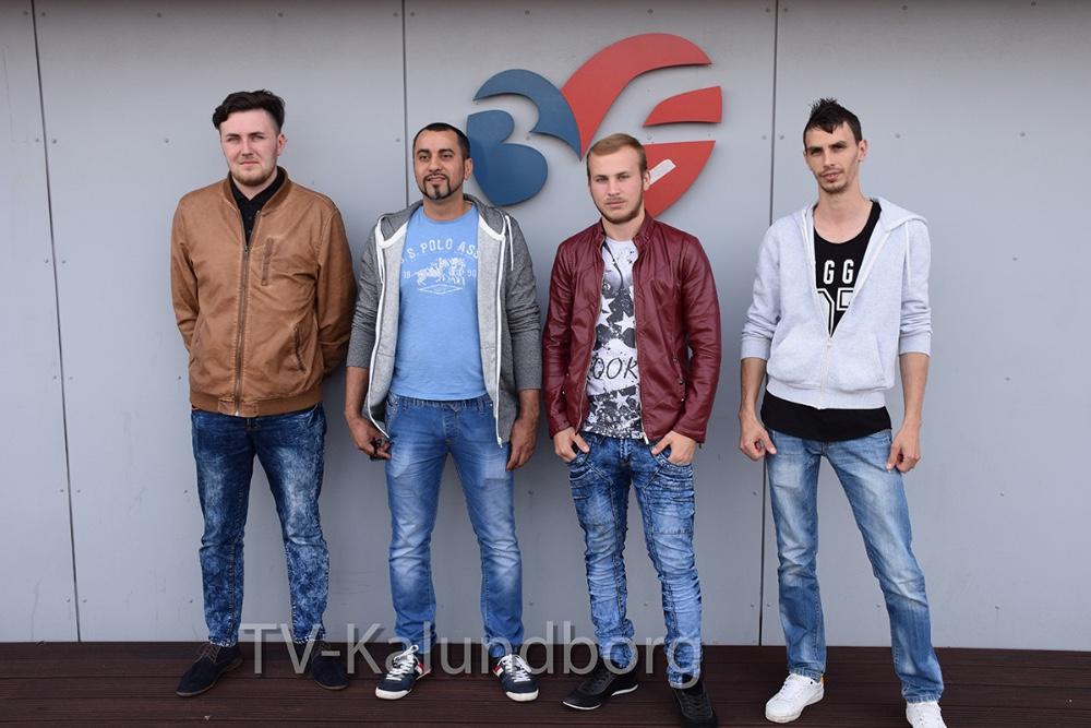 De er i alt ni, der endelig, ved hjælp fra 3F, har fået udbetalt penge fra deres tidl. arbejdsskiver her til aften. Foto: Gitte Korsgaard.