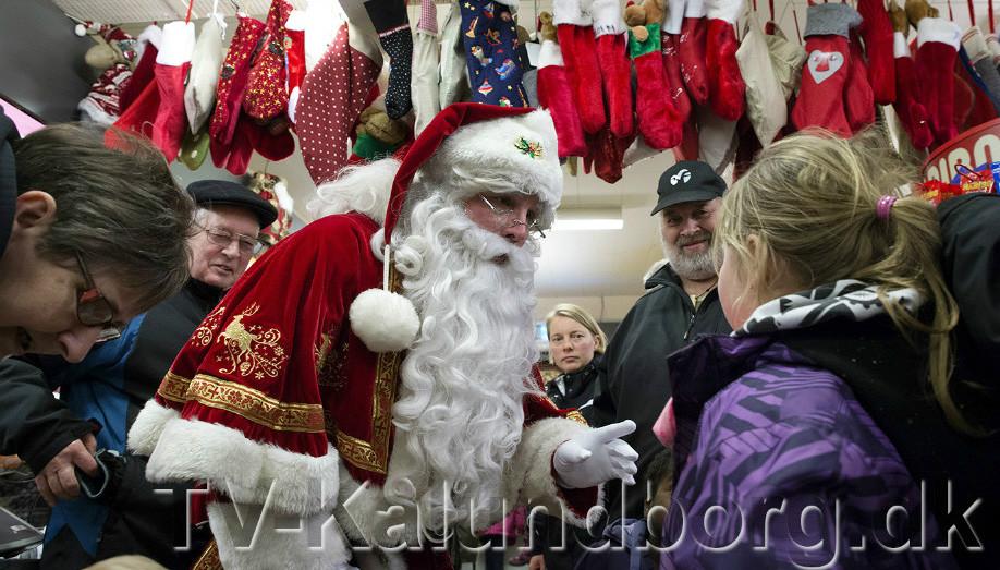 Den rigtige julemand kikker forbi Raklev Brugs, fredag eftermiddag. Arkivfoto Jens Nielsen