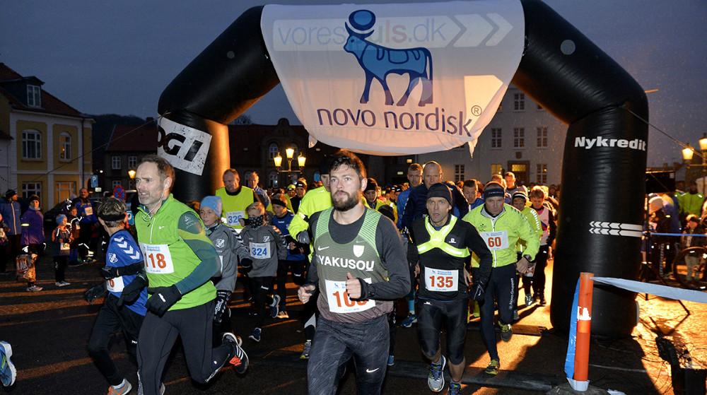 500 løbere stillede til start på Torvet i Kalundborg. Foto: Jens Nielsen