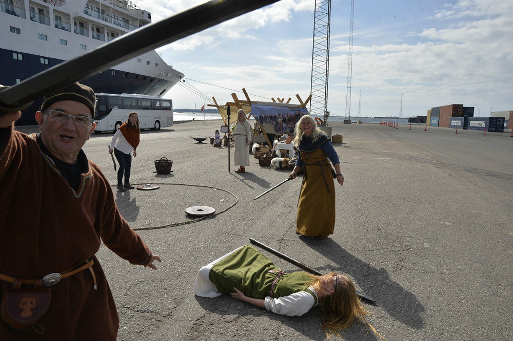 Der var drabelige kampe på kajen inden afsejling. Foto: Jens Nielsen