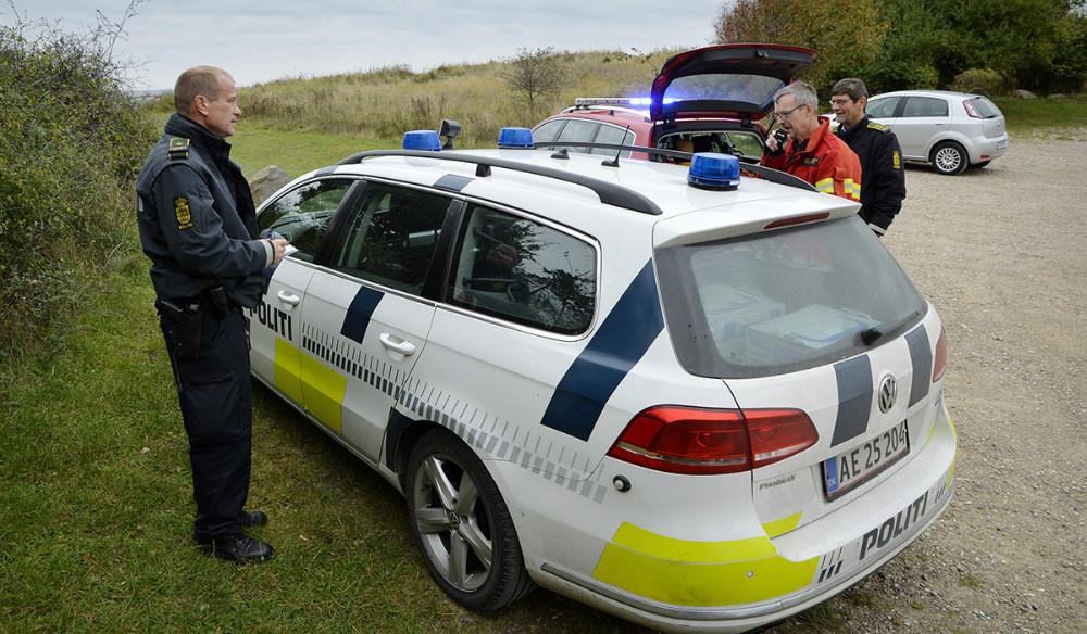 Politi og brandvæsen blev sendt til Røsnæs. Foto: Jens Nielsen