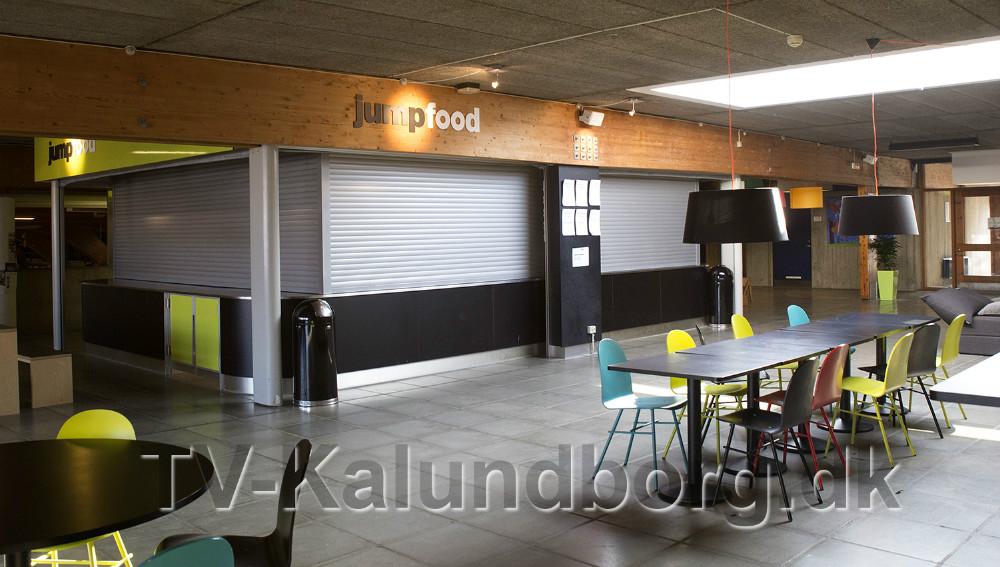 Op mod 500 gæster i Kalundborghallen, blev i weekenden mødt af nedrullede skodder i cafeen. Foto: Jens Nielsen