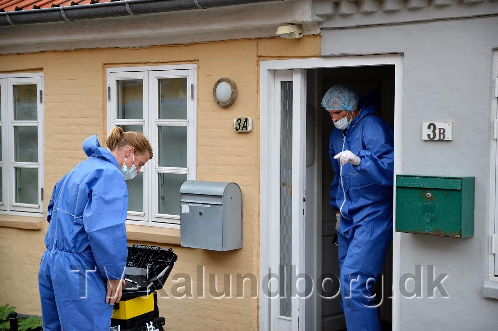 Politiets teknikere arbejderpå gerningsstedet i Strandstræde for at sikre spor. Arkivfoto: Jens Nielsen