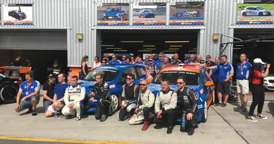 Team Sally med Peter Obel helt yderst til venstre
