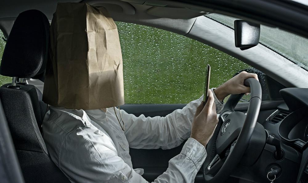 I 1 ud af 3 trafikulykker er uopmærksomhed en afgørende faktor. Så kør bil, når du kører bil.