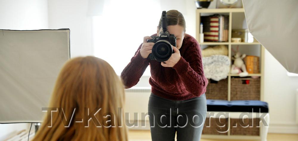 Line KOngsted igang med en opgave i sit atelier. Foto: Jens Nielsen