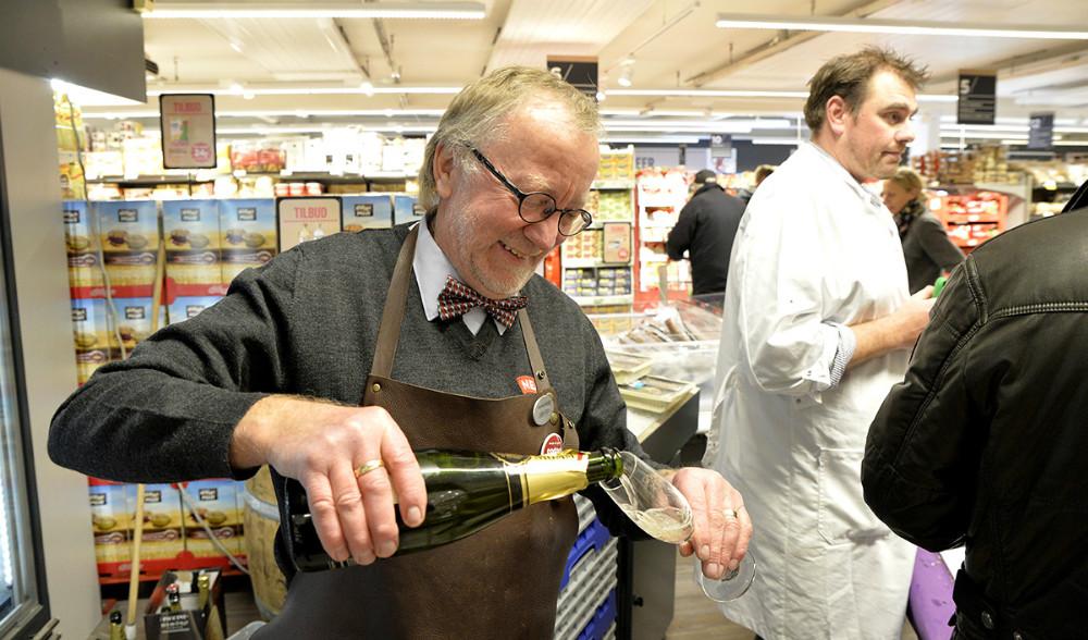 Der var selvfølgelig champagne til de lækre østers. Foto: Jens Nielsen