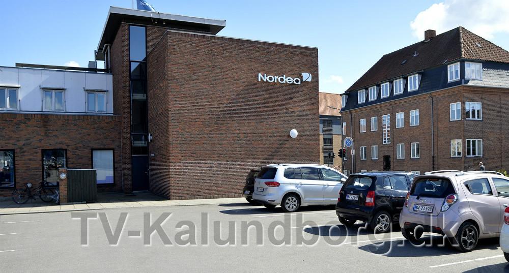 Kloaken fra Kordilgade skal kobles sammen med kloaken fra Vænget her på P-pladsen bag Nordea. Foto: Jens Nielsen