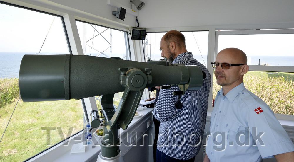 Stationsleder Mogens Gotlob med den store kikkert i de nye lokaler. Foto: Jens Nielsen