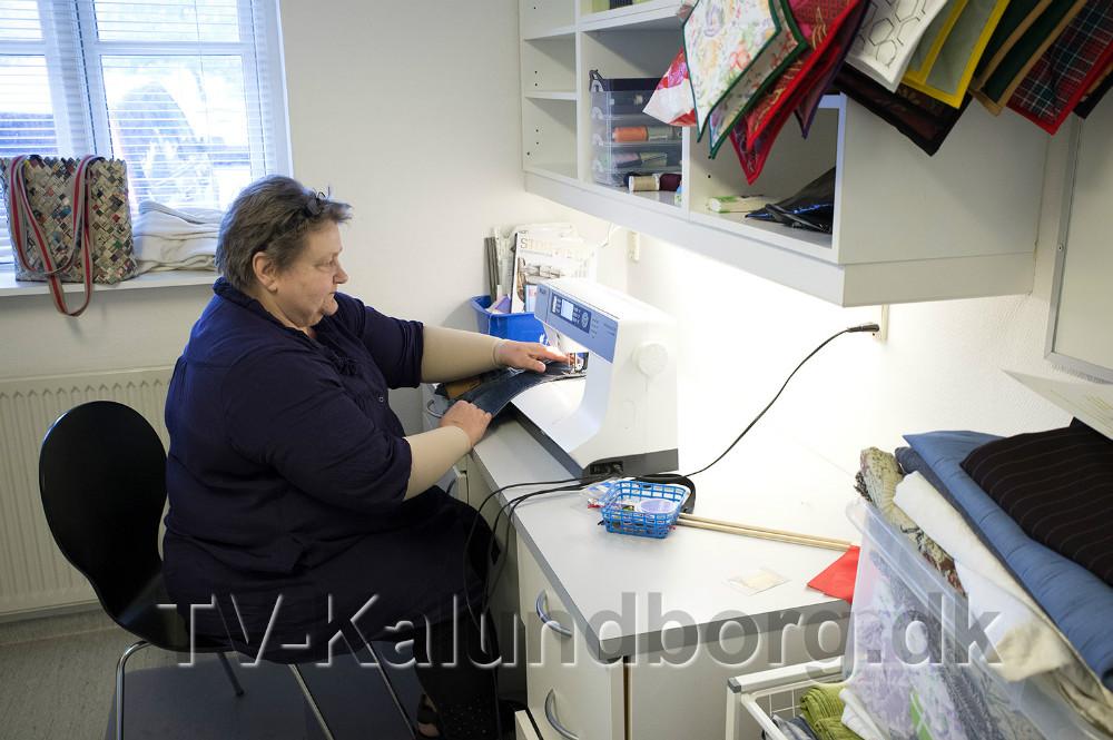 Sypigen Susanne klar til at hjælpe med alle sy opgaver. Foto: Jens Nielsen