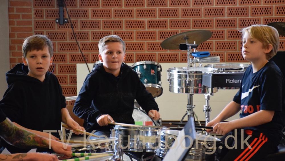 Copenhagen Drummers underviste i går på Musisk Skole. Foto: Gitte Korsgaard