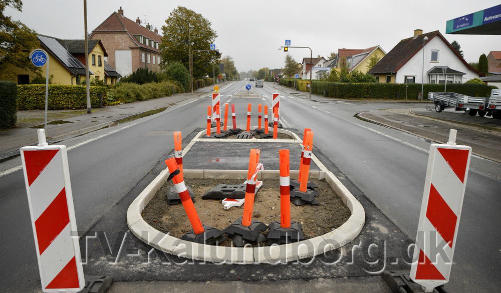 Fodgængerfeltet, som Kalundborg Kommune pt. er i gang med at flyte på Holbækvej i Kalundborg for at skabe mere tryg skolevej. Foto: Jens Nielsen.