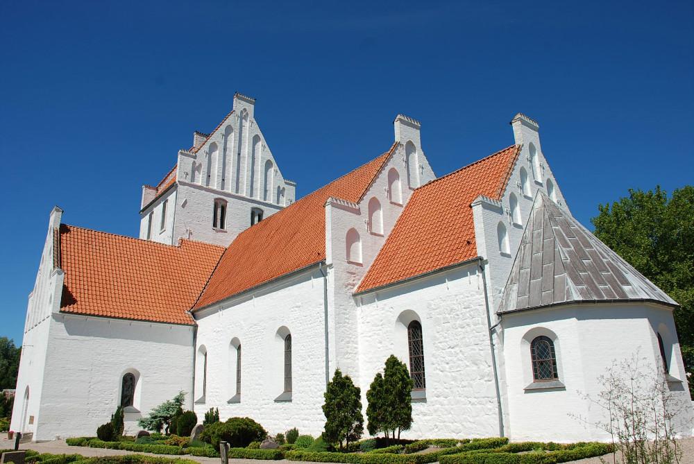 Ubby Kirke, som Hvideslægten byggede.