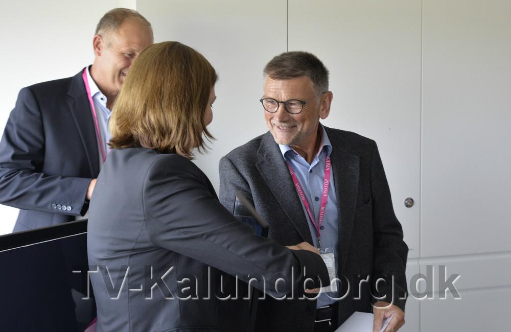 Jofrid Klokkenhaug overrækker Kondensatprisen 2016. Foto: Jens Nielsen