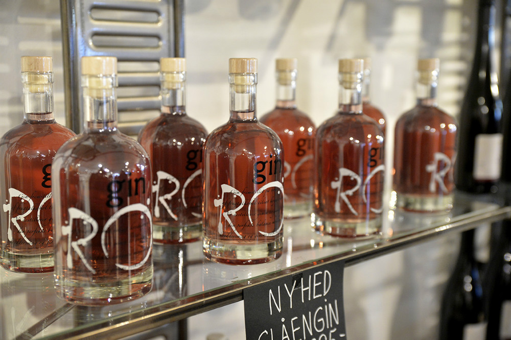 Årets nyhed på vingården, en slåen gin. Foto: Jens Nielsen