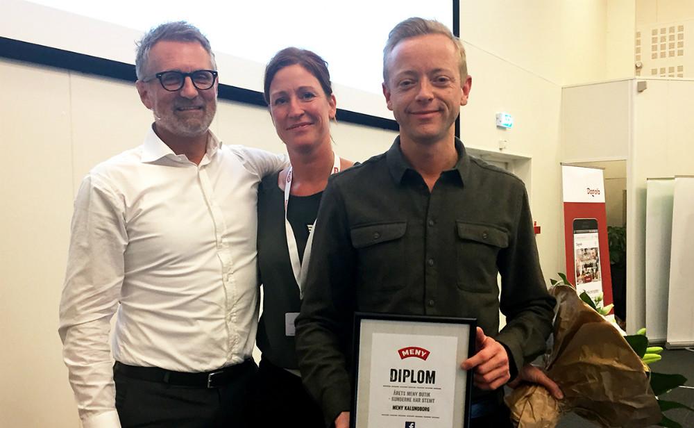 Købmand Peter Egebæk modtog prisen som ´Årets Meny Butik´. Privatfoto