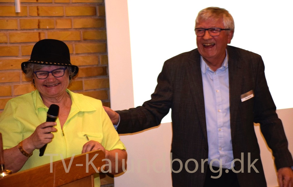 Ditte Schwarzbach siger et par ord til Ole Lauritzen. Foto: Gitte Korsgaard.