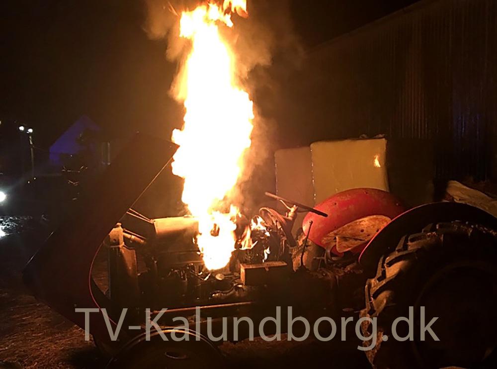 Brand i en traktor på Istebjergvej i Kalundborg.