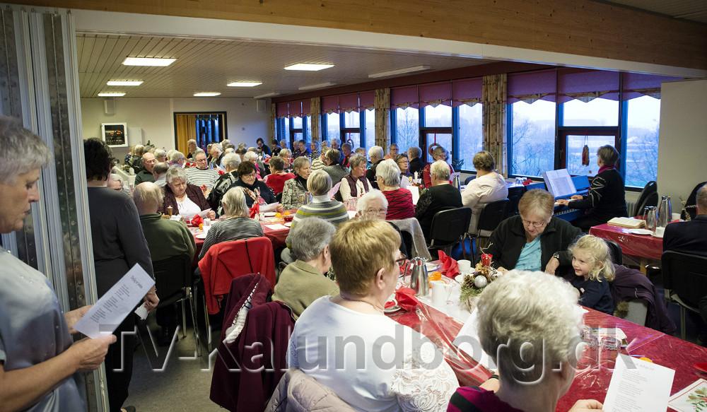 Mere end 100 personer var mødt op til Fredslys arrangemenet. Foto: Jens NIelsen