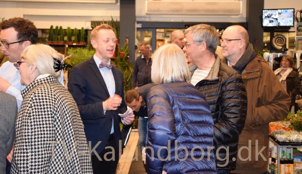 Købmand Peter Egebæk byder velkommen til gourmetaften. Foto: Gitte Korsgaard