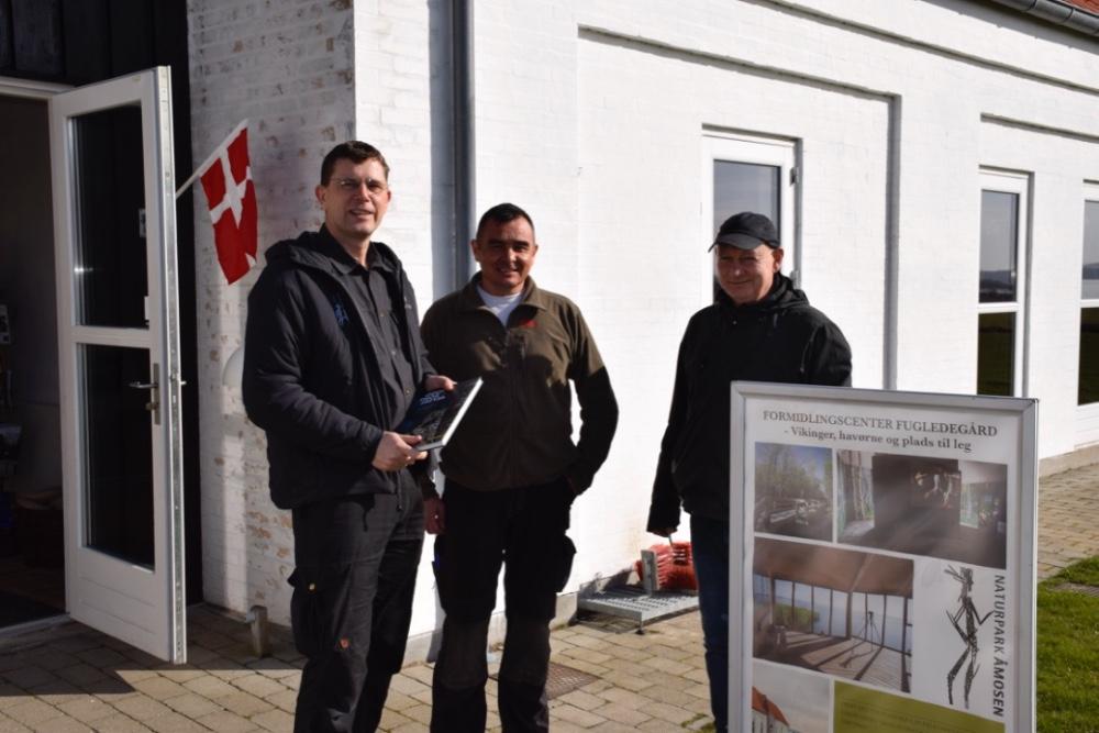 Ole Rasmussen sammen med René Larsen og Flemming Nielsen, der har gjort mange Danefæ fund de sidste 25 år. Foto: Gitte Korsgaard.