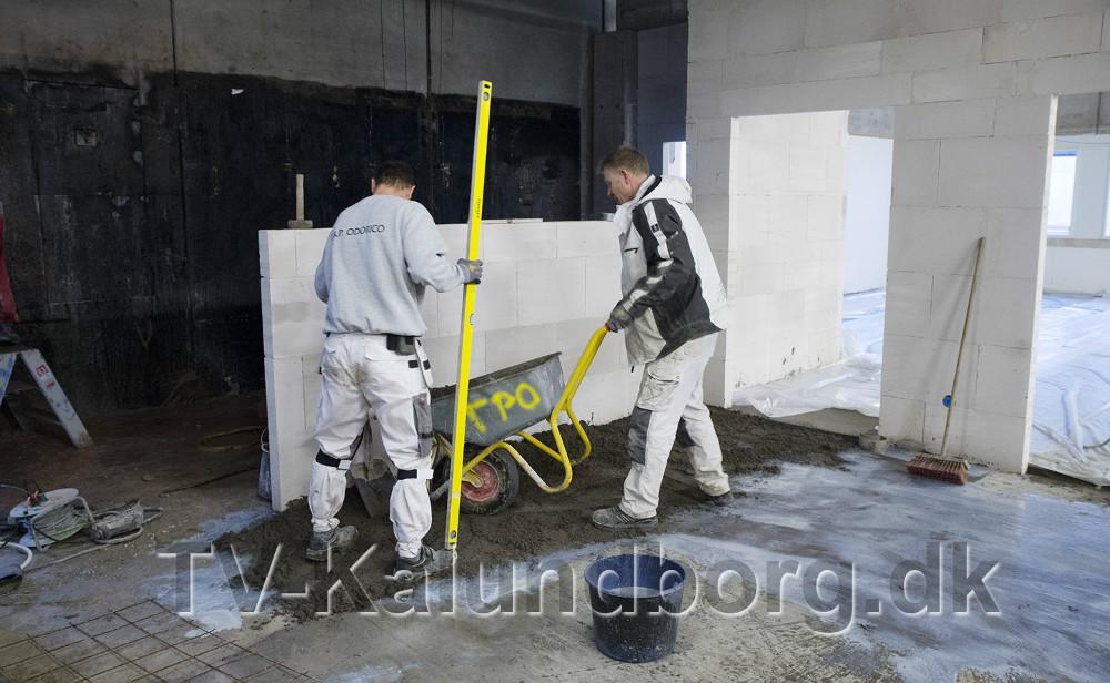 Håndværkerne har travlt. Foto: Jens Nielsen