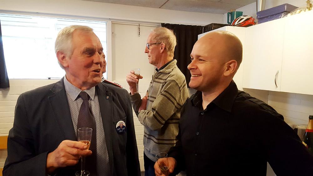 Torben Jørgensen i snak med formand for Kalundborg Cykle Club, Mikkel Pagh. Foto: Jens Nielsen