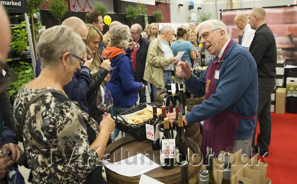 Kvickly deler rundhåndet ud af vin på Kalundborgmessen i gen i år. Arkivfoto: Jens Nielsen