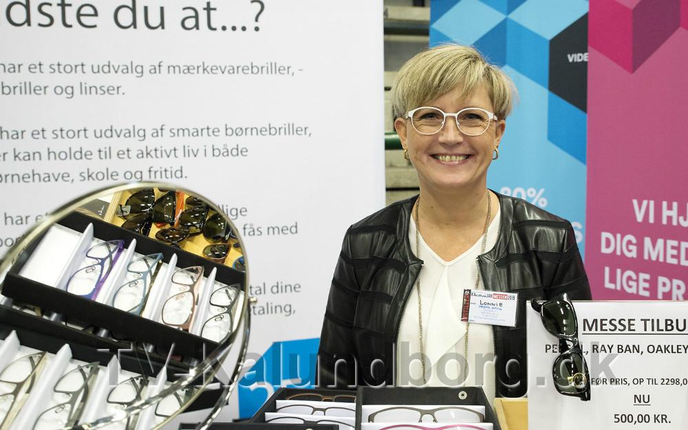Lonnie Bjørklund fra Profiloptik er sammen med personalet klar til at snakke briller hele weekenden. Arkivfoto: Jens Nielsen