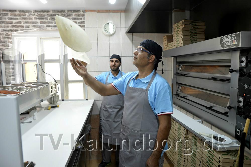 Ilhan Ergül, indehaver af Rhodos Pizzeria har nu lavet pizzaer i 26. år. Foto: Jens Nielsen