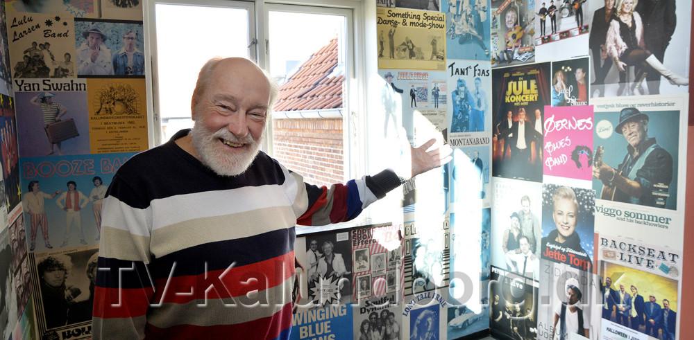 Richard Poulsen ved en af de fine plakatvægge i Juvi Klubben. Foto: Jens Nieslen
