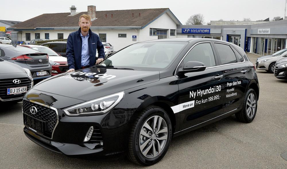 Salgsansvarlig Brian D. Holse fra Hans Frederiksen A/S, klar til at visen den nye Hyundai i30 frem i den kommende weekend. Foto: Jens Nielsen