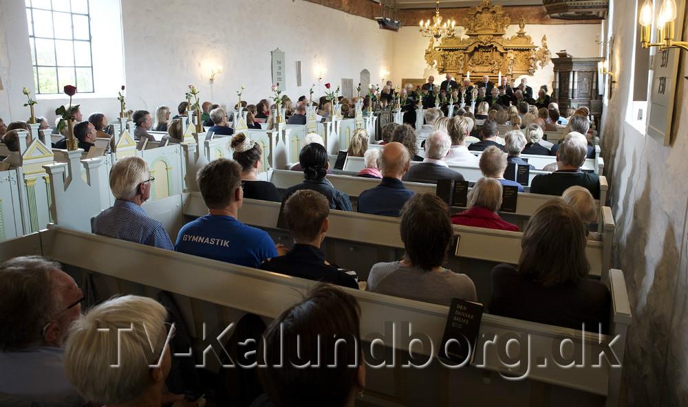 Raklev Kirke var fyldt til sidste plads. Foto: Jens Nielsen