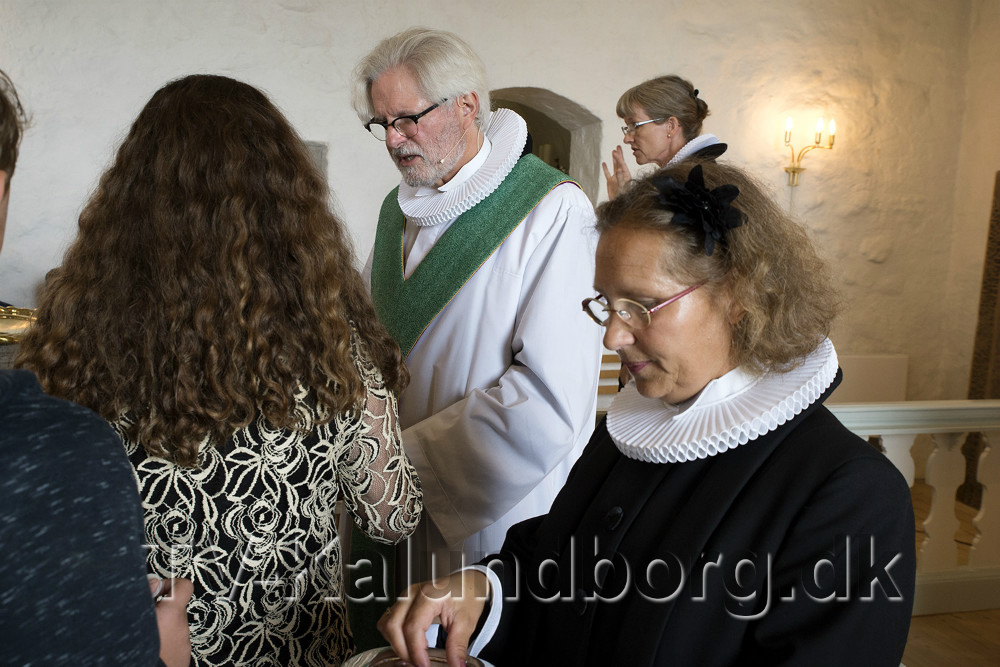 Sognepræst Lisbeth Dyxenburg sammen med tidligere præst i Raklev Kirke, Søren Sievers. Foto: Jens Nielsen